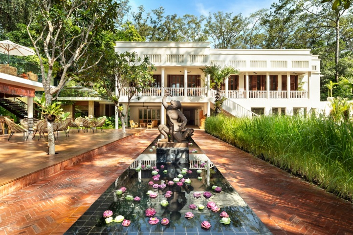 Lo_FCC Angkor_Mansion Hanuman Statue